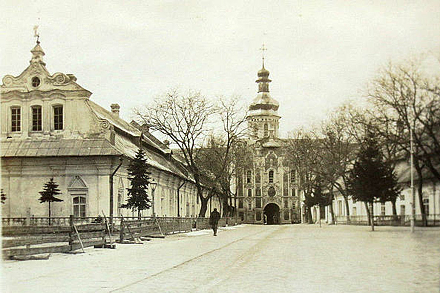 Ukraine,_Kiew,_Klosterhof_der_Lawra,_Foto_1918