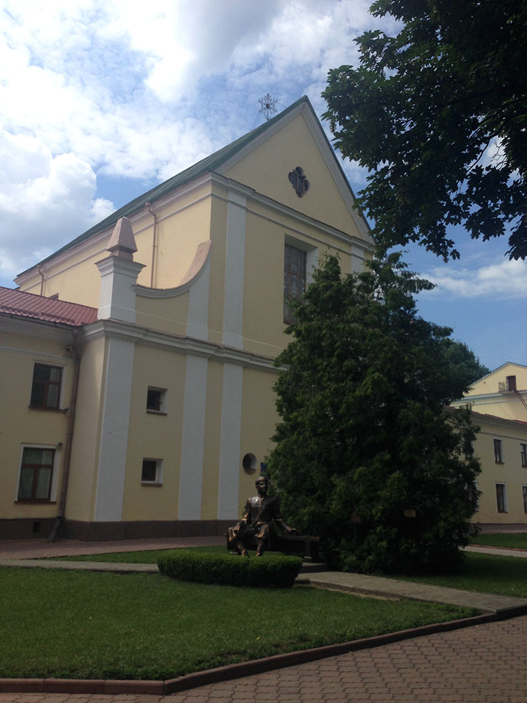 Будівля монастиря капуцинів - сучасна академія